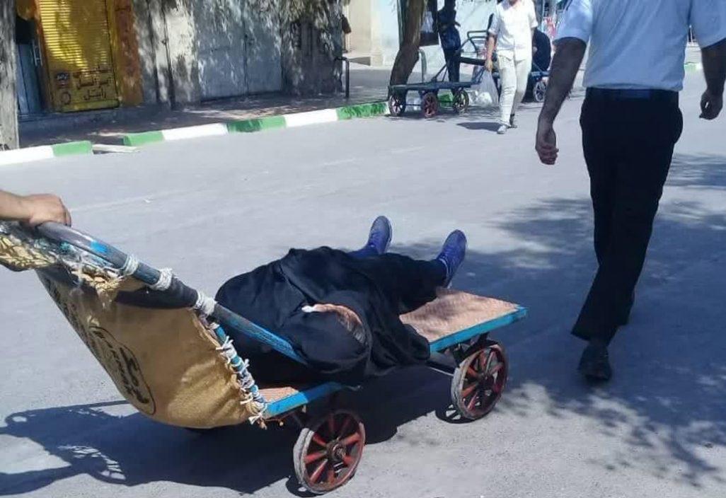 (عکس) حمل بیمار با گاری در قم
