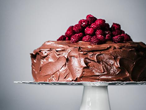 طرز تهیه کیک شکلاتی خوشمزه و خاص با روکش گاناش