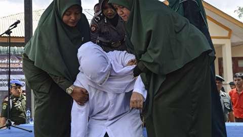 (تصاویر) شلاق زدن ۶ مرد و زن به دلیل نقض قوانین شریعت در ملاعام