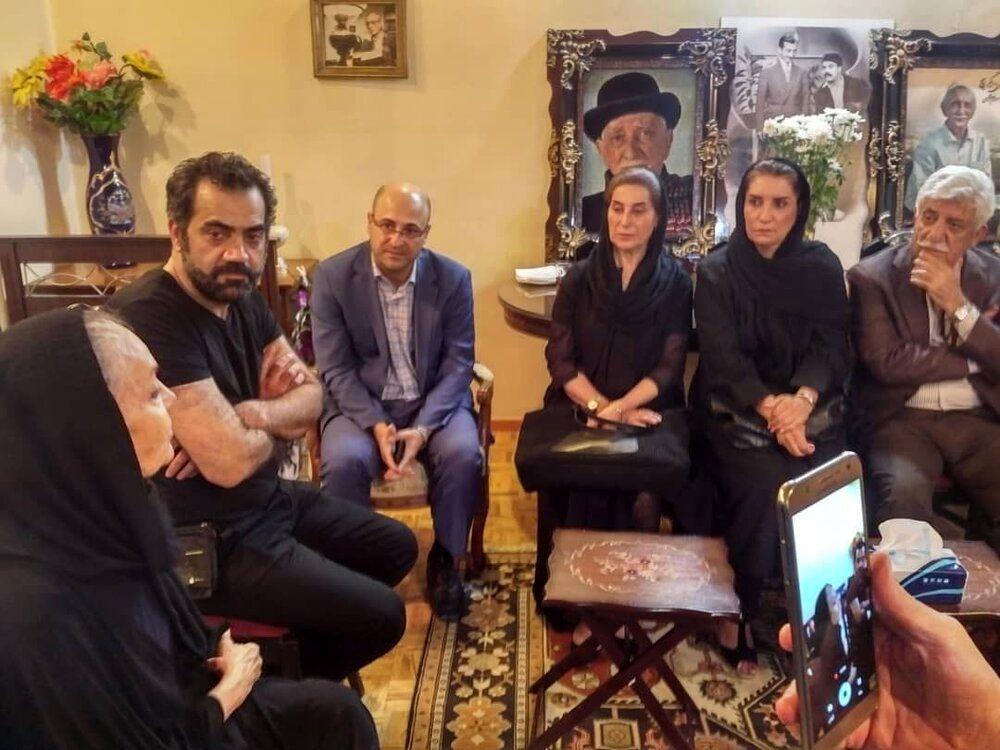 (عکس) تصویری از حضور هنرمندان در خانه داریوش اسدزاده