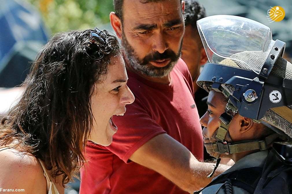 (تصاویر) مقاومت زن فلسطینی برای جلوگیری از تخریب خانهاش