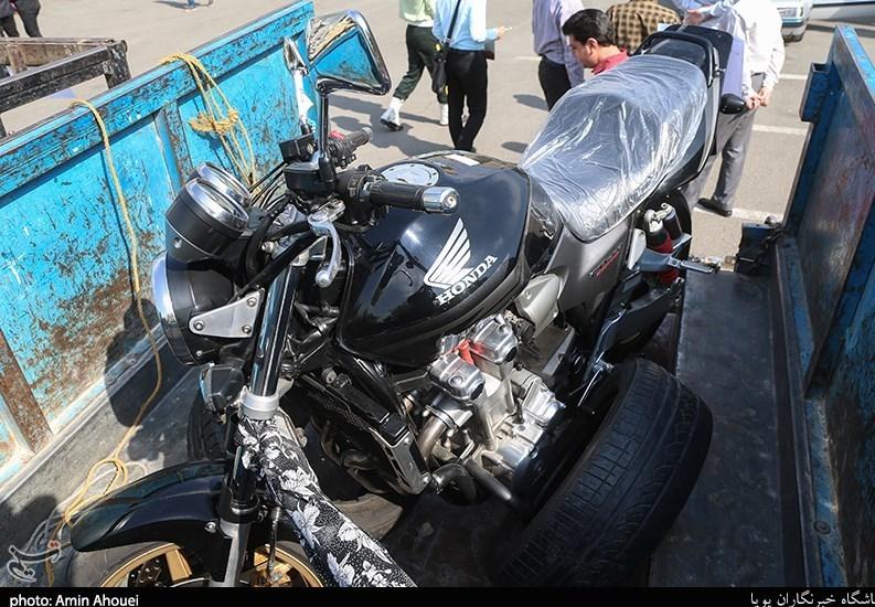 (تصاویر) موتورسیکلت ۶۰۰ میلیون تومانی توقیف شد