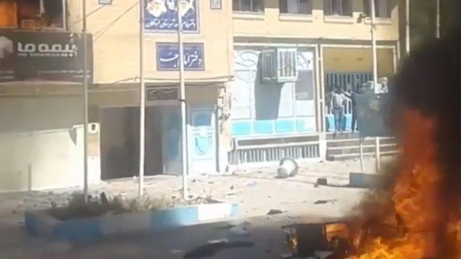غائله ایدز در لردگان؛ حمله معترضان به فرمانداری و خانه بهداشت