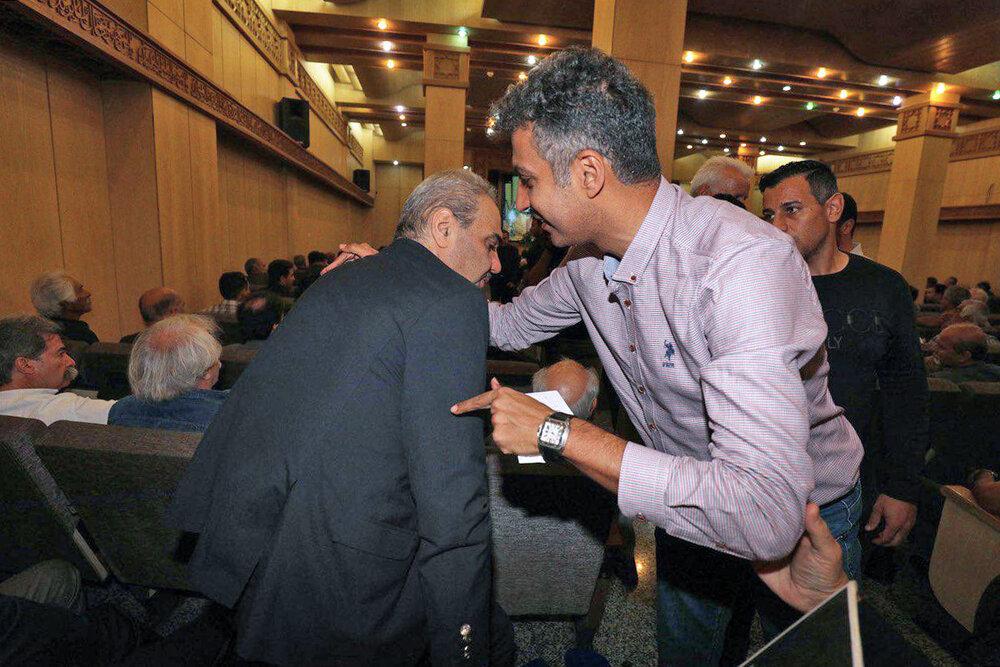 (عکس) لحظه دیدار فردوسیپور و خیابانی در مجلس ترحیم