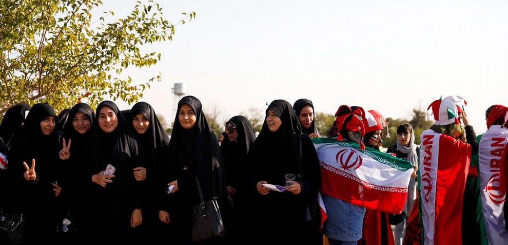 عکسهای جنجالی کیهان؛ عباس عبدی:تندروها برای اثبات خود و نفی دیگران از دوقطبی سازی استفاده میکنند