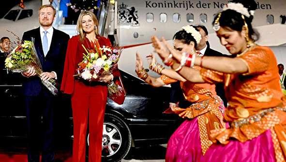 (تصاویر) استقبال از پادشاه و ملکه هلند با رقص هندی!