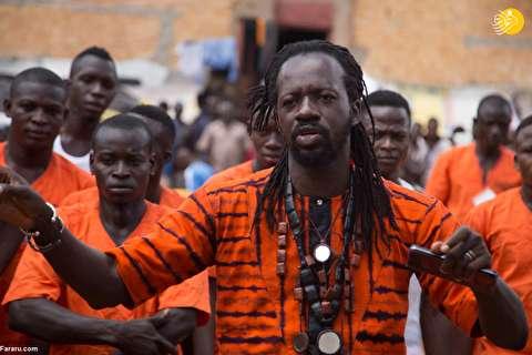 (تصاویر) آموزش رقص به زندانیان در زندان!