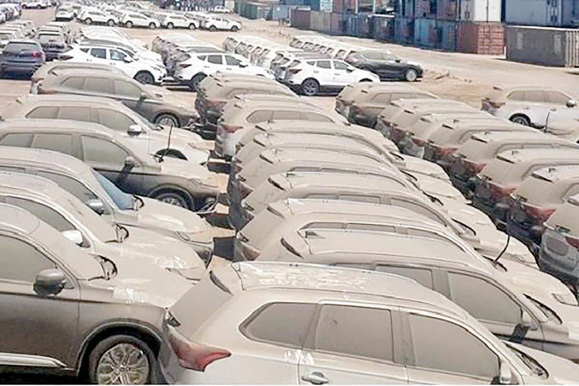 سرنوشت ۸۳۰۰ خودروی وارداتی مانده در گمرک چه میشود؛ ترخیص یا مزایده؟