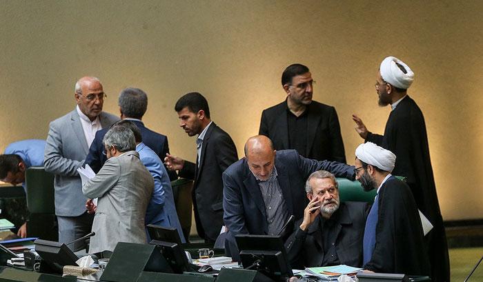 طغیان لاریجانی در مجلس