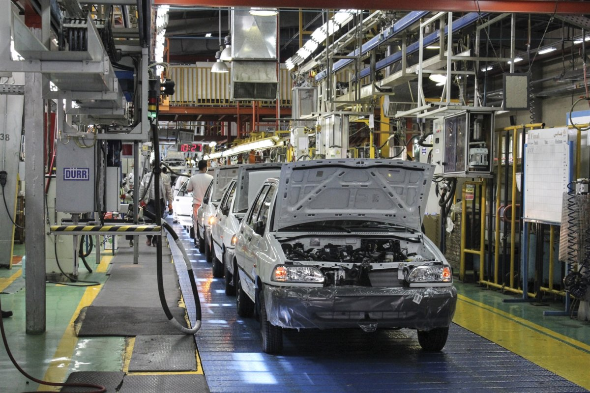 اگر دولت میخواهد صنعت خودرو را تعطیل کند، اعلام کند تا همه تکلیف خود را بدانند