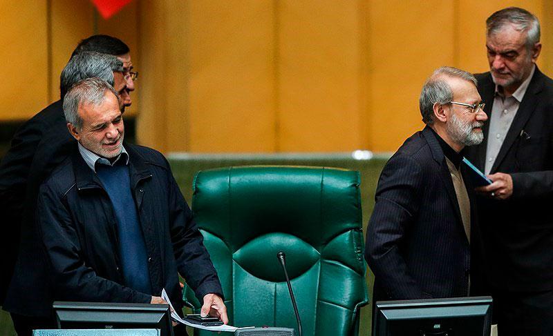 چرا نمایندگان جبهه پایداری در مجلس از کلید واژه «دیکتاتور» استفاده میکنند؟