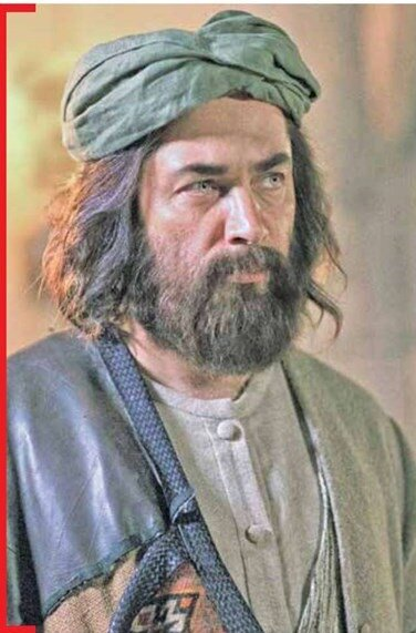 (تصویر) نمای بسته از گریم پارسا پیروزفر در نقش مولانا
