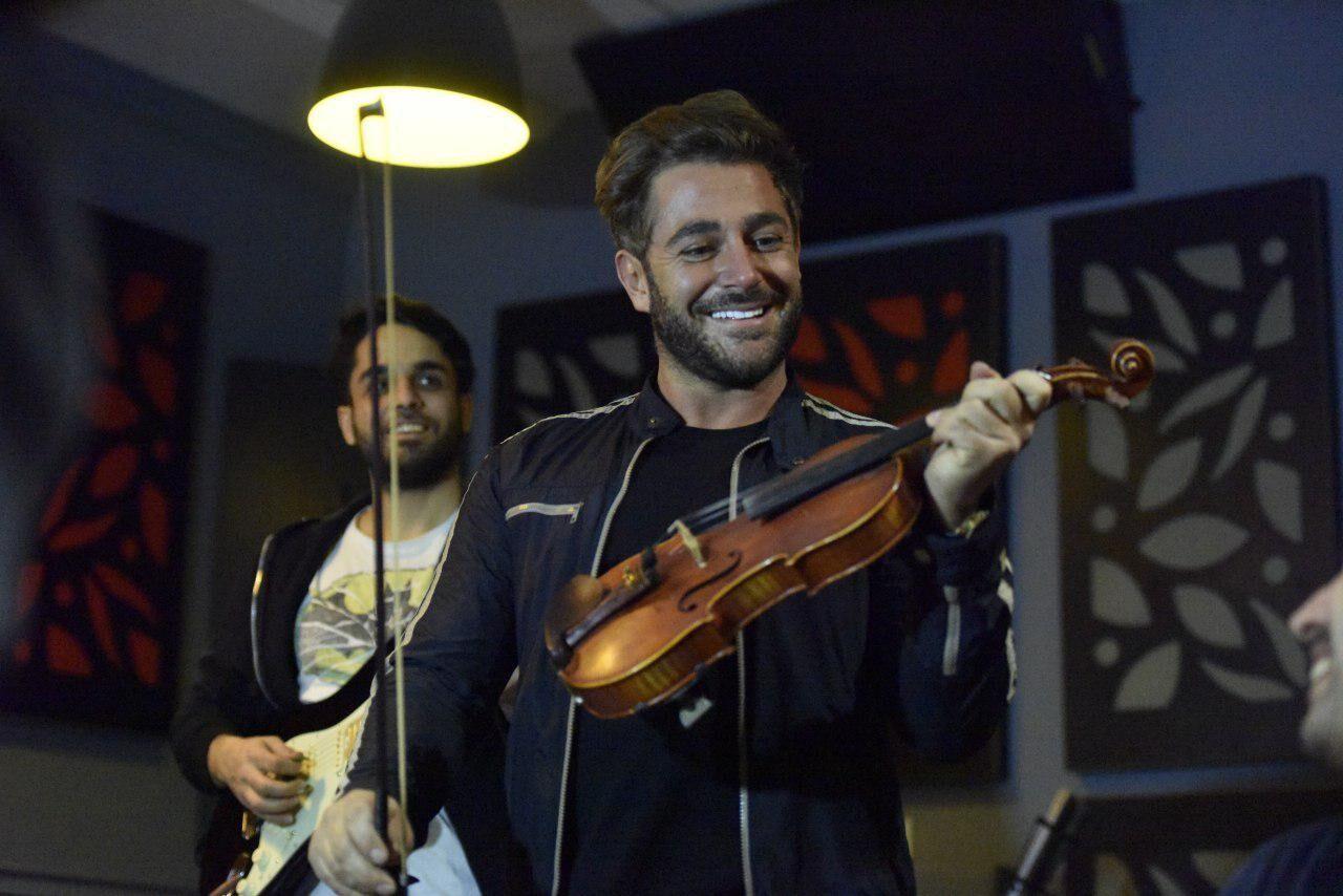 (ویدئو) کنسرت رضا گلزار در محل برگزاری مراسم اسکار