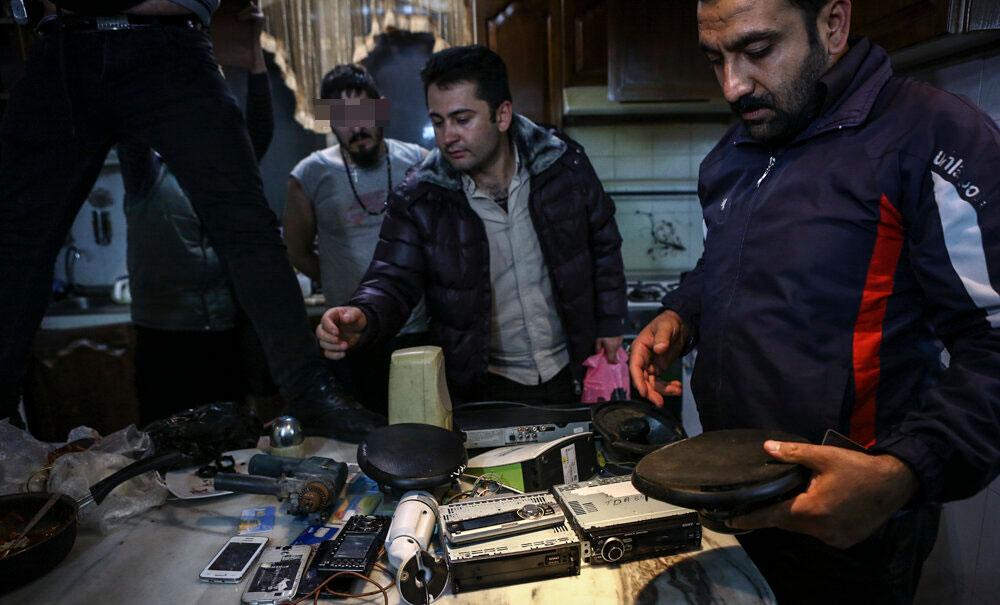 (تصاویر) زن و شوهر مواد فروش ماموران را به فروشنده بزرگ رساندند