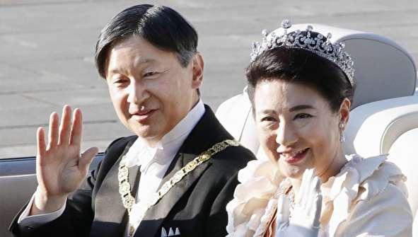 (تصاویر) امپراتور و ملکه ژاپن در رژه تکیه زدن به تخت سلطنت