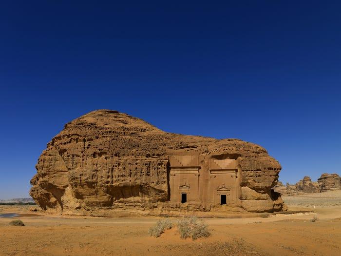 گردشگران غربی در عربستان چه میکنند؟