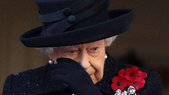 (تصاویر) اشک ملکه انگلیس در آمد