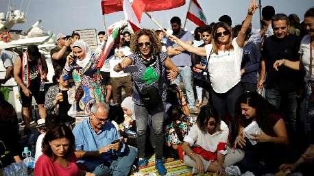 جشن و پایکوبی تظاهرکنندگان در لبنان