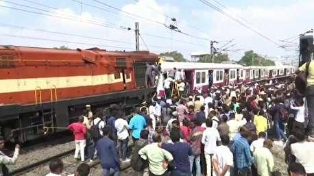 شاخ به شاخ شدن مهیب دو قطار مسافربری در هند
