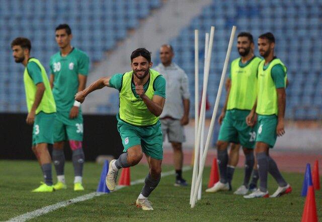 (تصاویر) دیدار صمیمی بازیکنان ایران و عراق در آخرین تمرین