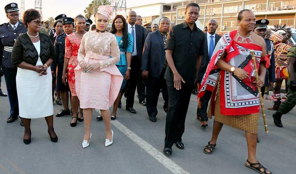 (عکس) ریخت و پاش عجیب پادشاه آفریقایی برای ۱۴ همسرش