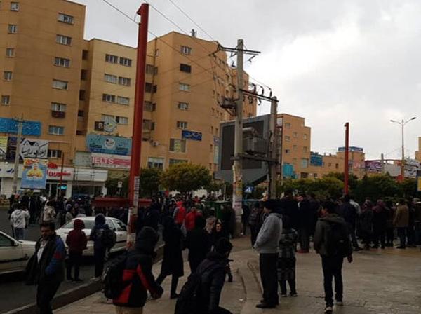 سهمیه بندی بنزین؛ اعتراضات در پی گران شدن بنزین در چند شهر کشور
