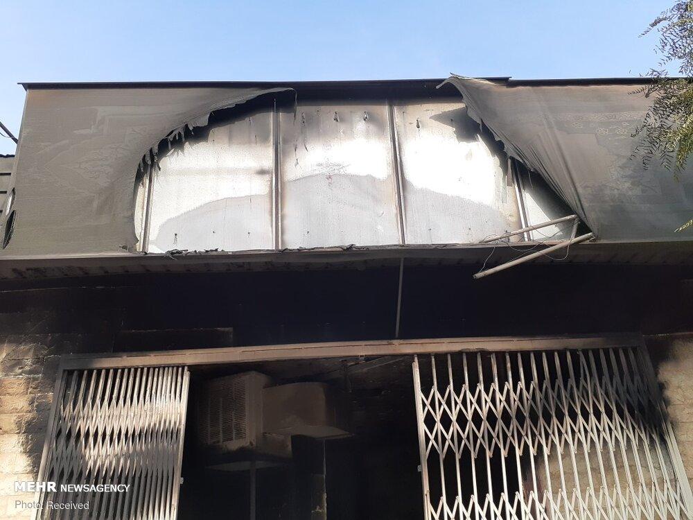 (تصاویر) نابودی ۱۳هزار جلد کتاب در آتش آشوب طلبان