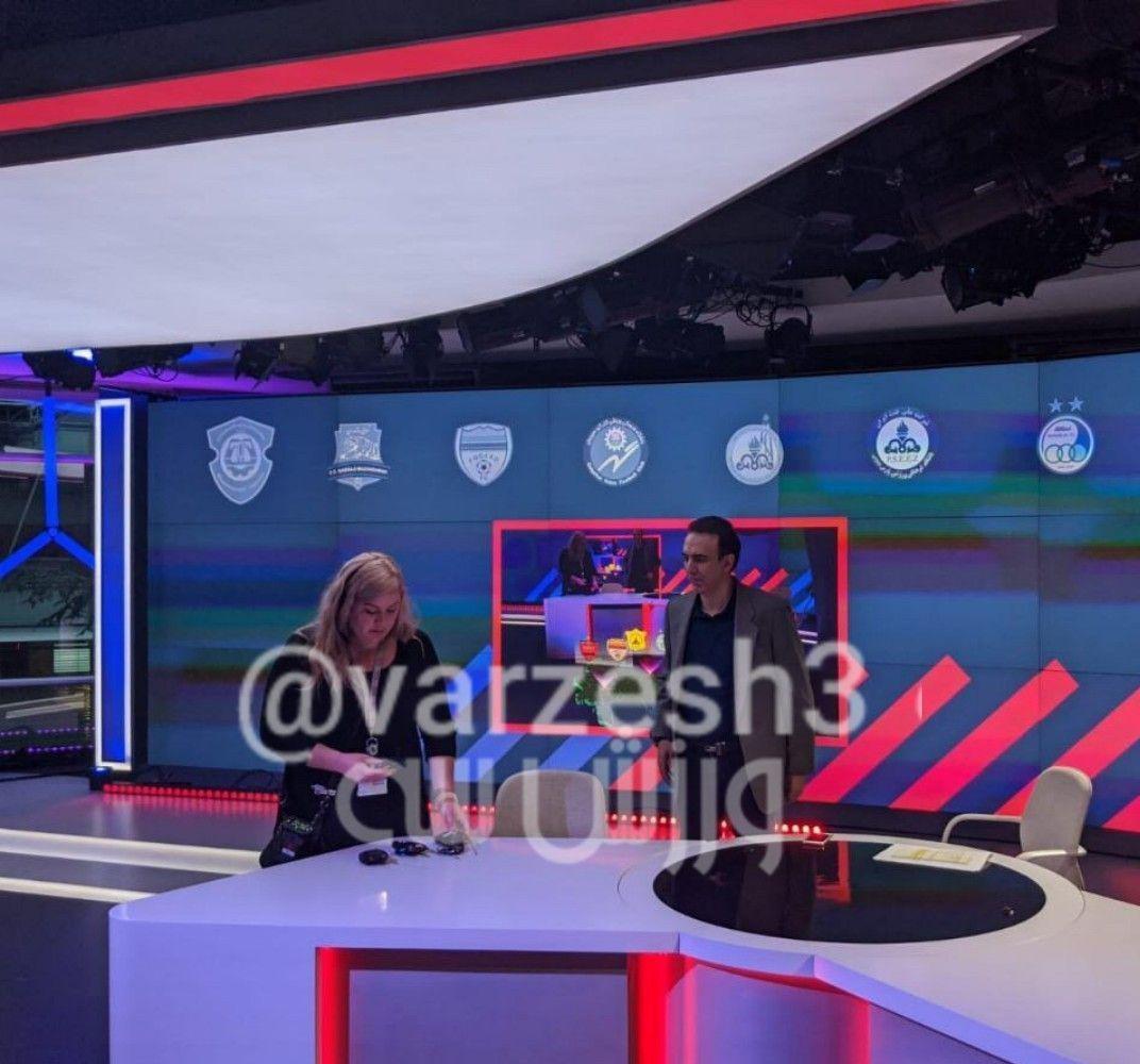 (عکس) تصویر لو رفته از دکور برنامه مزدک میرزایی در شبکه ماهوارهای