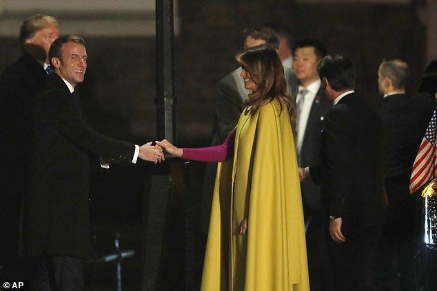 (تصاویر) دست دادن متفاوت مکرون با ملانیا