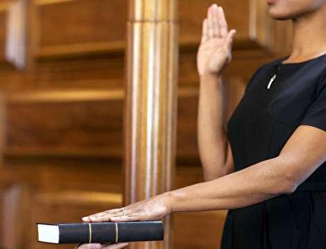 چه کسانی میتوانند در دادگاه شهادت دهند؟