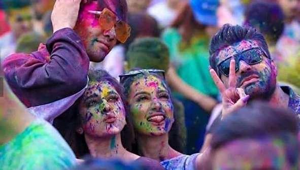 (تصاویر) دختران و پسران سوری در جشن رنگ