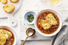 طرز تهیه سوپ پیاز فرانسوی مناسب برای سرماخوردگی