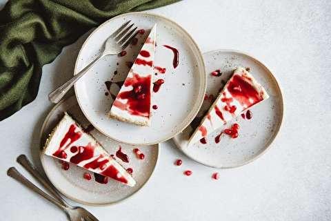 طرز تهیه چیز کیک انار مخصوص شب یلدا