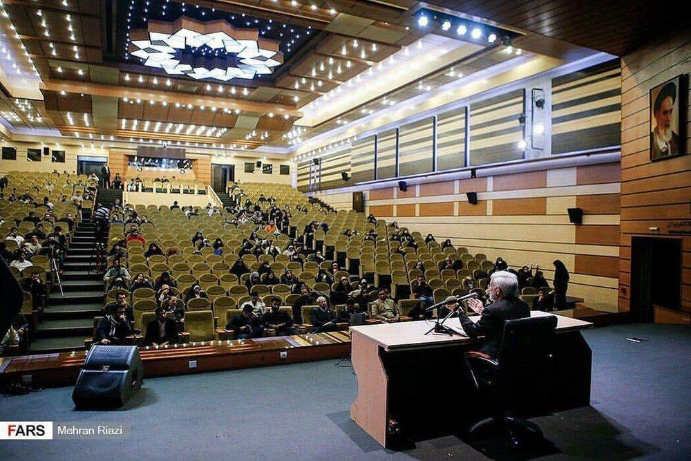 تصویری جالب از سخنرانی سعید جلیلی برای صندلیهای خالی