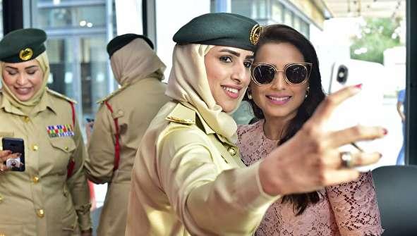 (تصاویر) استقبال زنان پلیس دبی از رانی موکرجی