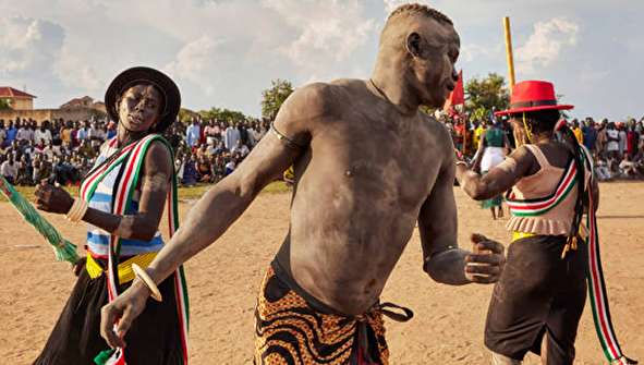 (تصاویر) مسابقات سنتی کشتی در سودان جنوبی