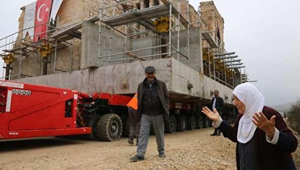 (تصاویر) عملیات جابجایی یک مسجد ۶۰۰ ساله