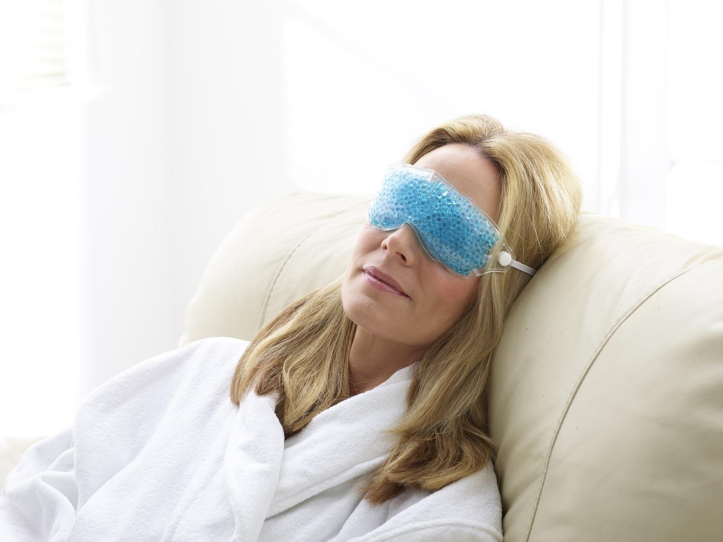 ورم دور چشم چرا رخ میدهد و بهترین راه کارهای درمانی چیست؟
