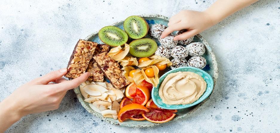 ۱۲ میان وعده سالم که گرسنگی عصرانه شما را به راحتی برطرف میکند