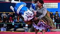 (تصاویر) بازگشت زنان کشتیگیر بولیوی به داخل رینگ