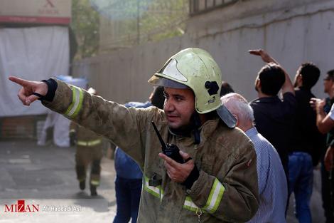 resized 312249 817 آتش سوزی پاساژ مهستان در میدان انقلاب + فیلم
