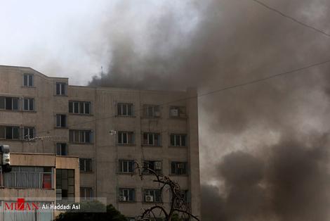resized 312251 319 آتش سوزی پاساژ مهستان در میدان انقلاب + فیلم