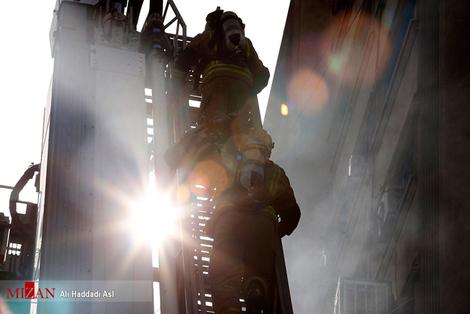 resized 312259 812 آتش سوزی پاساژ مهستان در میدان انقلاب + فیلم