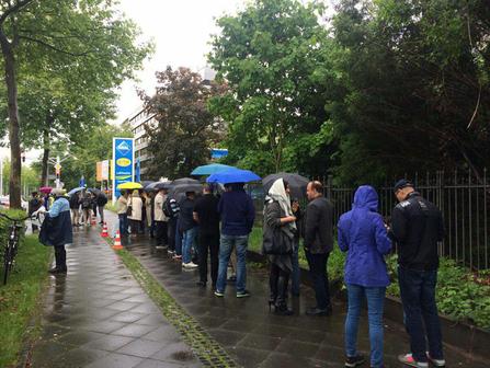 صف رای دهندگان در بن آلمان