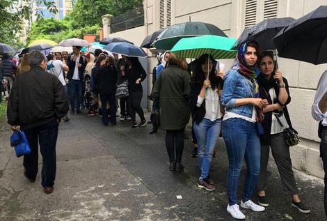 صف رای گیری در میلان ایتالیا