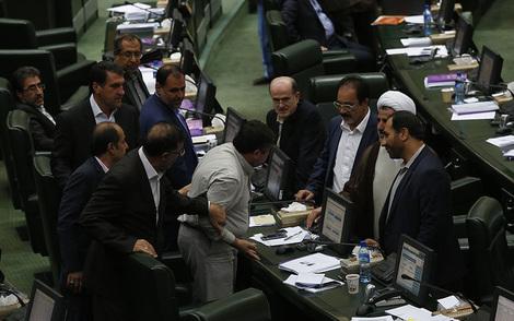 (تصاویر) فحاشی به ظریف در صحن مجلس ,