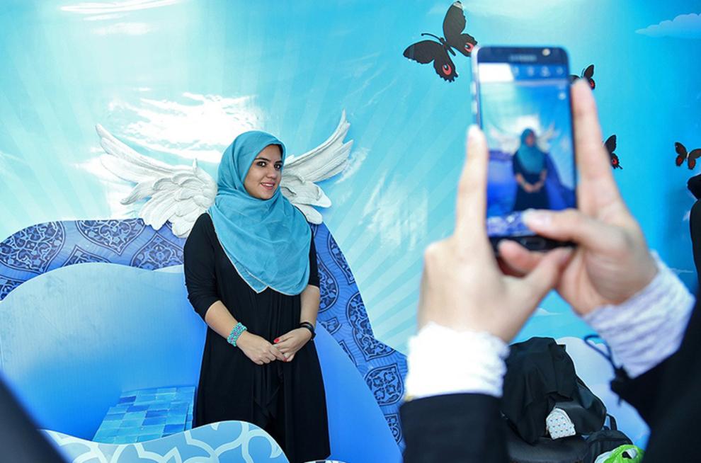 گرفتن عکس با دکور غرفه یه حس خوب در میدان پونک
