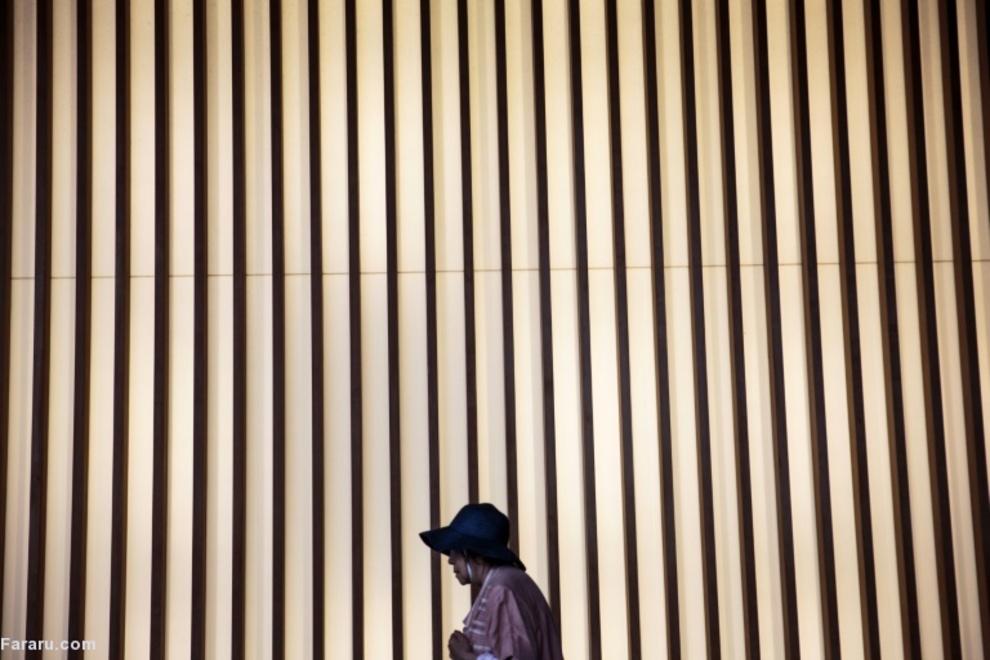 بازدیدکننده از مرکز هنرهای ملی در توکیو