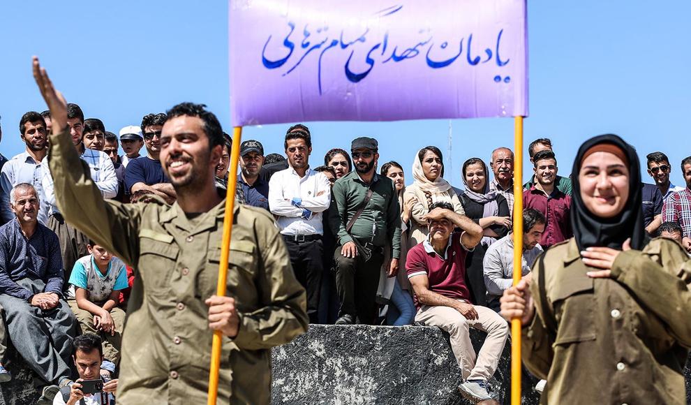 آغاز جشنواره بین المللی تئاتر خیابانی در مریوان. (ایرنا/ مصلح پیرخضرائیان)