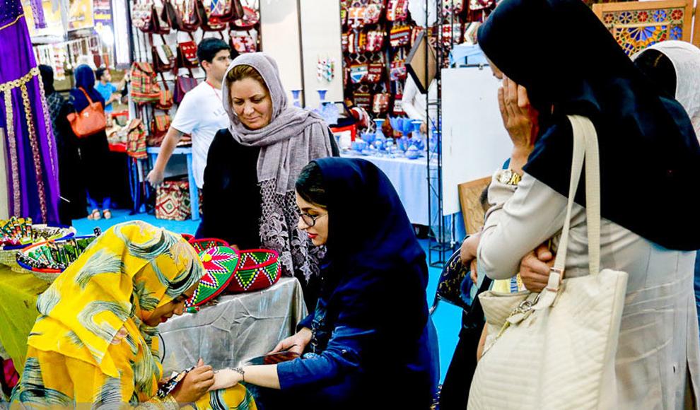 سیزدهمین نمایشگاه سراسری صنایع دستی در همدان. (ایسنا/ پوریا پاکیزه)